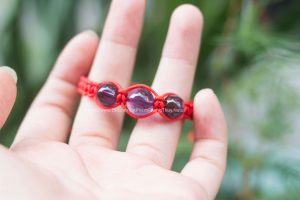 Vòng dây đỏ phong thủy mix đá thạch anh tím